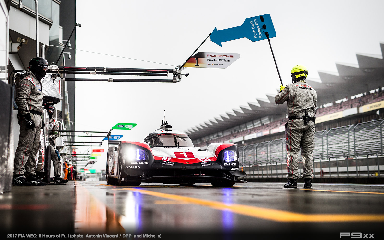 2017-FIA-WEC-6h-of-Fuji-Porsche-Fuji_02117011_0359298