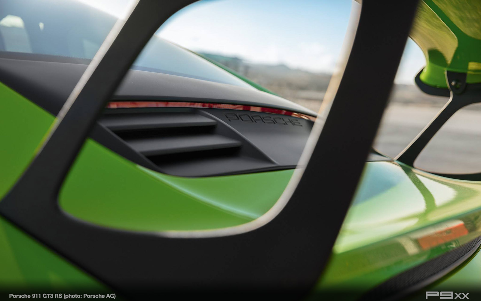 Porsche-991-2-911-GT3-RS-300