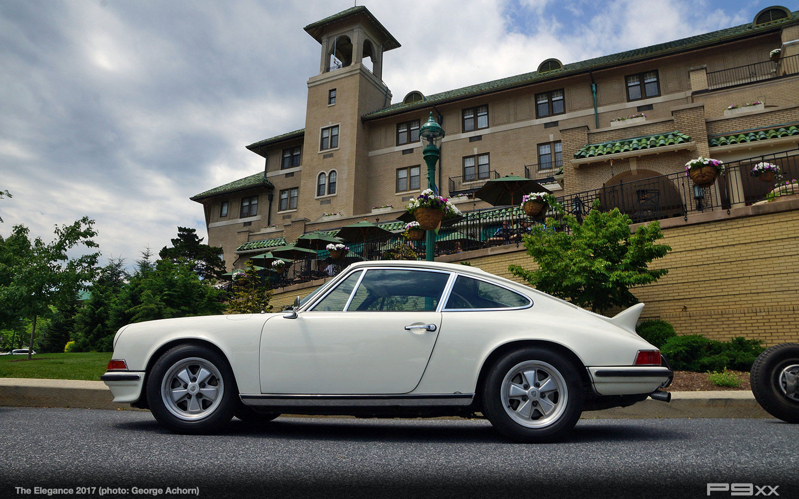 Event report porsche at the elegance 2017 p9xx the 911 was one of three porsches to be entered into the 1975 cannonball run this one was driven by bill warner the elegance 2017s grand marshal and ex sciox Choice Image