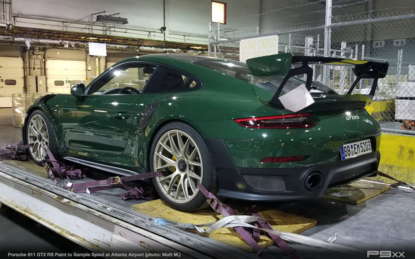 green porsche 911 gt2 rs spied in america p9xx. Black Bedroom Furniture Sets. Home Design Ideas